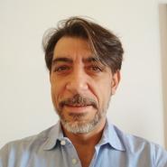 Roberto F. headshot